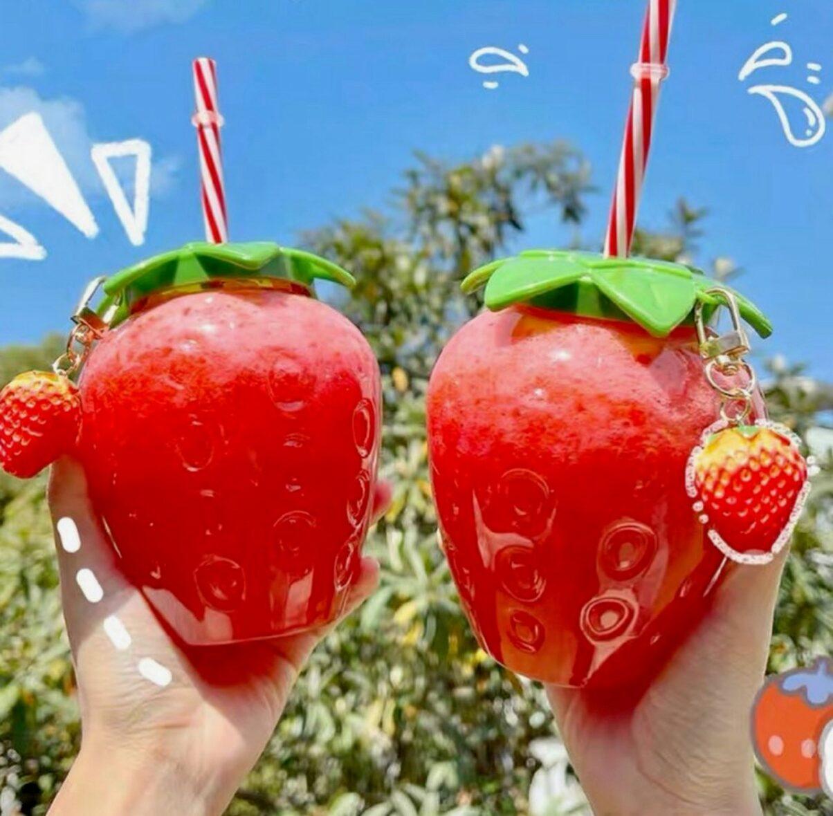 Kawaii Strawberry Plastic Cup (500ml)